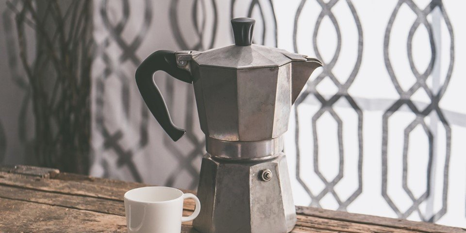 Electric coffee makers strongly impact the environment (power, CO2, oil) but you can return to a traditional coffee maker and thus fight the climate change.