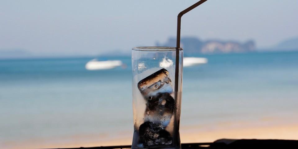 L'eau douce disponible pour l'humanité est restreinte car la majorité de l'eau est salé et le reste est congelé.