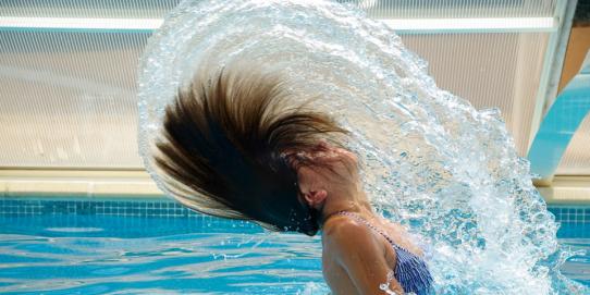 825 ml de pétrole pour fabriquer votre bouteille de shampoing. Faites-le vous même ça évitera de vous faire des cheveux blancs !
