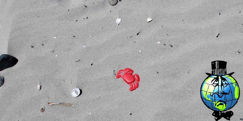 Un jouet de plage en plastique peut mettre jusqu'à 1 000 ans pour se dégrader. Il devient de micro-morceaux de plastique qui finissent dans l'estomac des poissons. C'est pourtant un déchet facilement évitable !