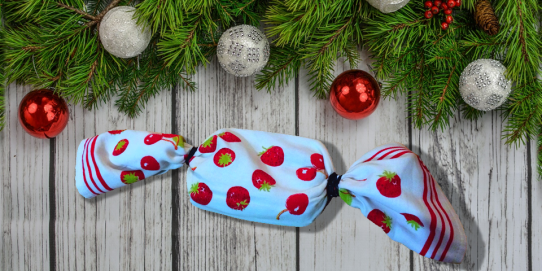 Manufacturing gift wrapping paper consumes oil, emits greenhouse gases and pollutes the water. This little trick comes in a one-horse open sleigh so that all wrapping paper does not end up in the trash.